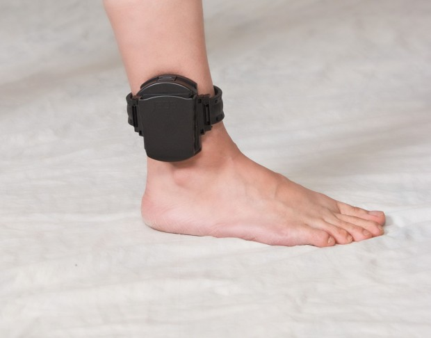 Ankle_Bracelet_GPS_Tracker_foot