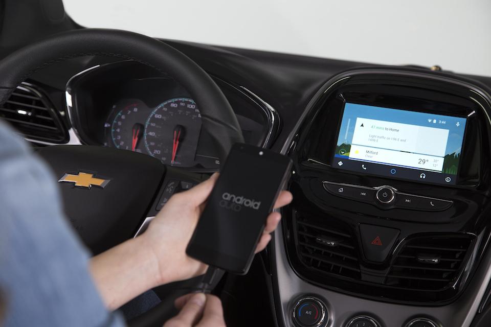 Chevrolet 2016 Modellerinde Apple CarPlay ve Android Auto 'yu Destekleyecek
