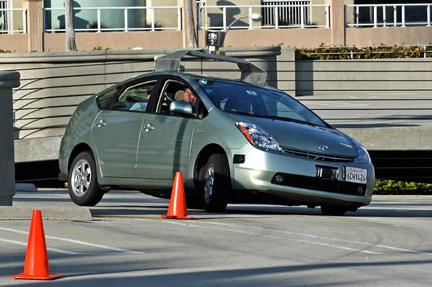 Google'ın Sürücüsüz Arabaları Bizden Daha İyi Sürücü