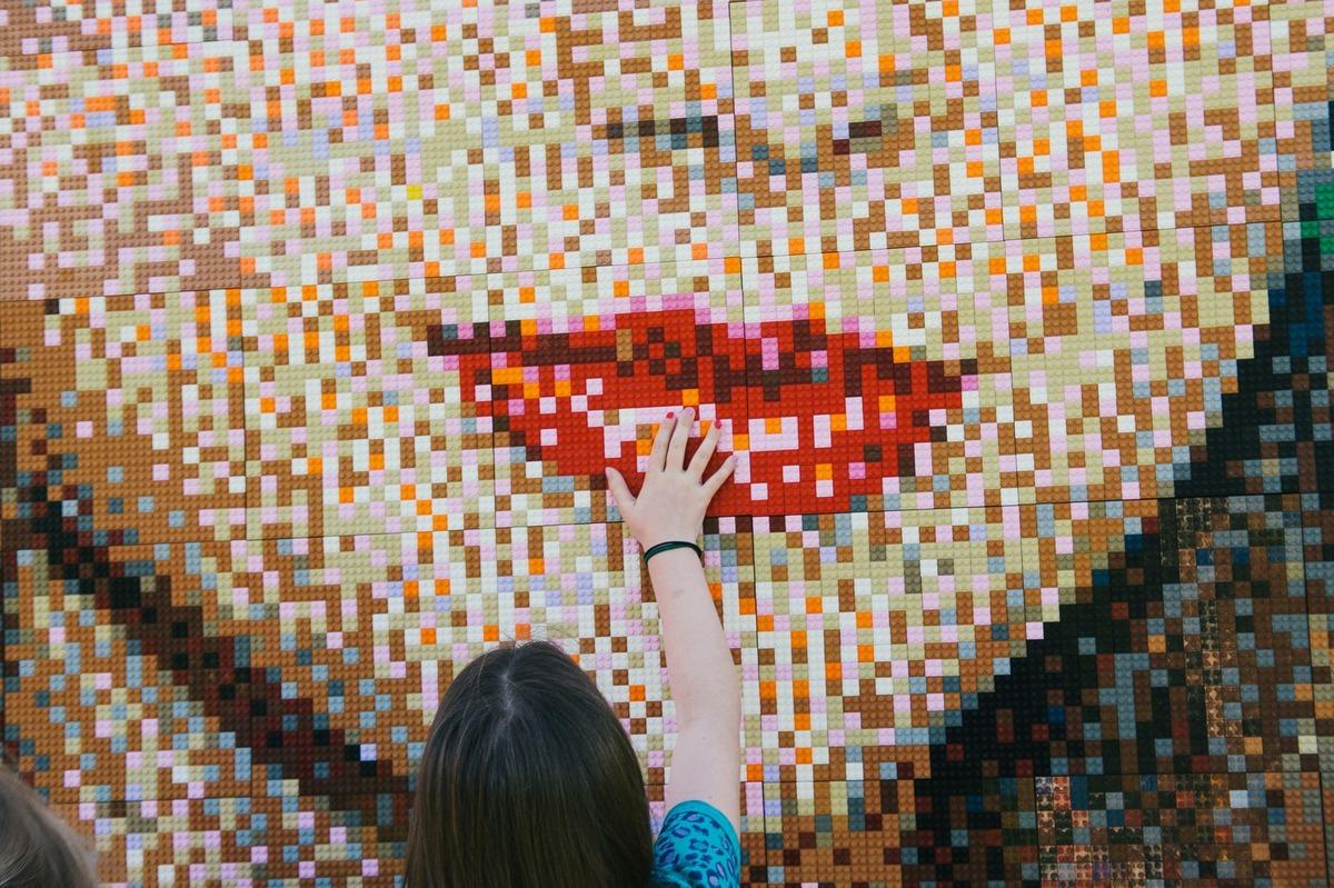 Taylor Swift Lego Portresi Yapıldı! 2 Günde 35 bin 840 Parça.