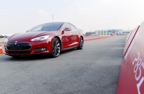 35 Bin Dolara Tesla Model 3 ? Ancak 2018 'e kadar beklemek zorundasınız!