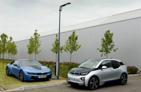 BMW Elektrikli Araçları Sokak Lambalarıyla Şarj Edecek
