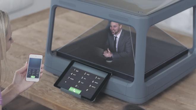 Akıllı Telefonlarınızı 3D Holograma Dönüştüren Cihaz
