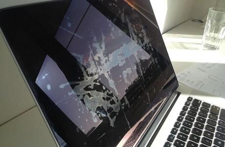 Apple, Ekran Sorununu Kabul Etti!