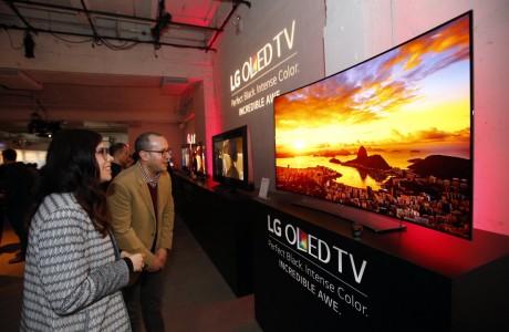 LG OLED 4K TV Üretmek için Milyarca Dolar Harcadı Ama?