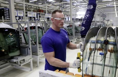 Volkswagen 3D Akıllı Gözlük Kullanmaya Başladı!