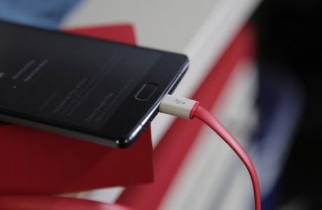 OnePlus 2 USB Type-C Kablosu Yangın Çıkarabilir!
