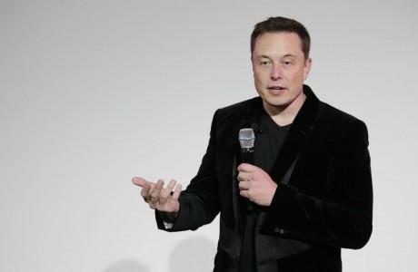 Türk Takipçisi Elon Musk'a Facebook Sayfalarını Sildirdi