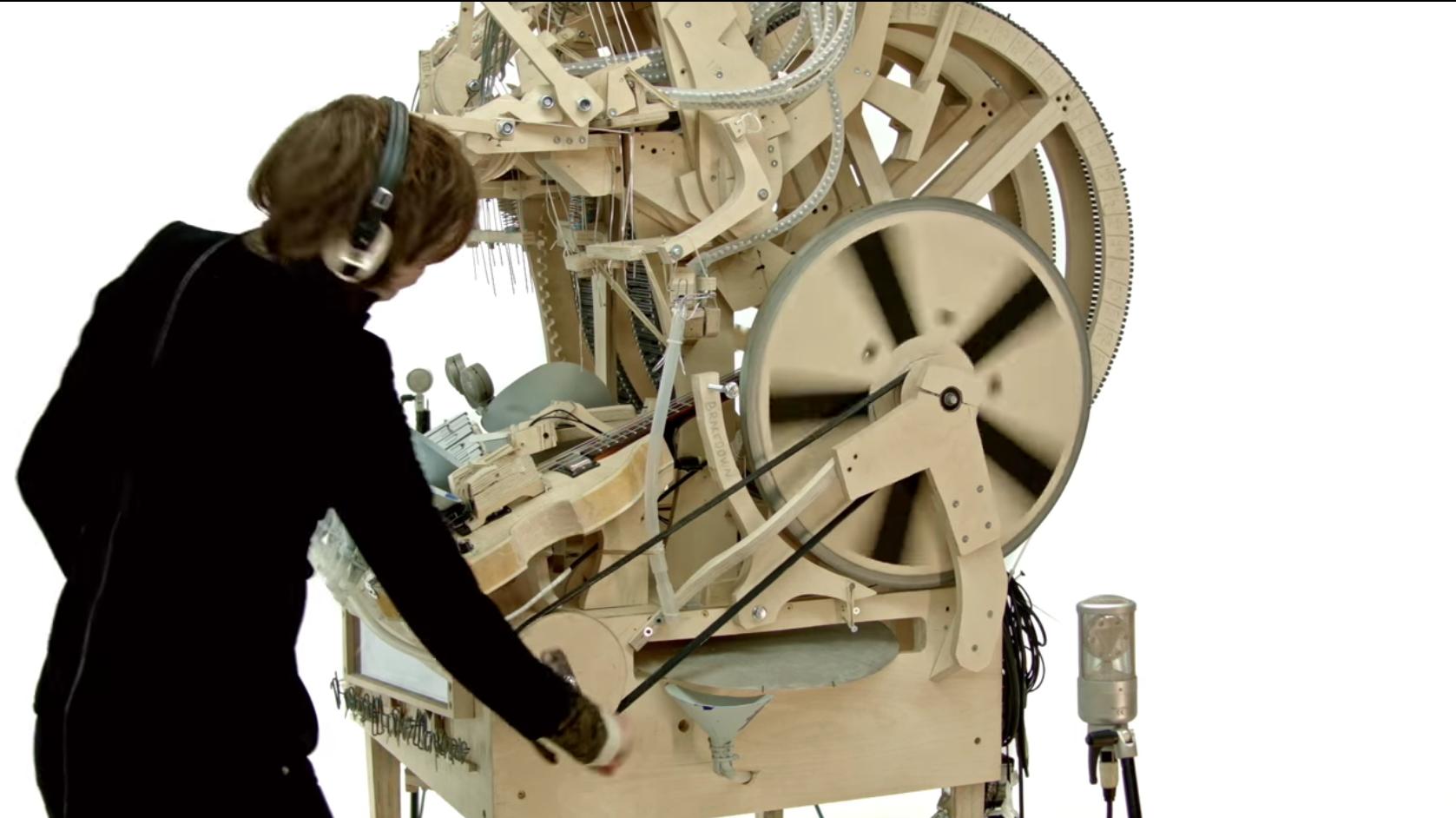İsveçli Müzisyenin İcadı Bilyeler ile Çalışan Müzik Makinesi