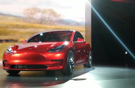 Nihayet Tesla Model 3 Dünya Prömiyeri!