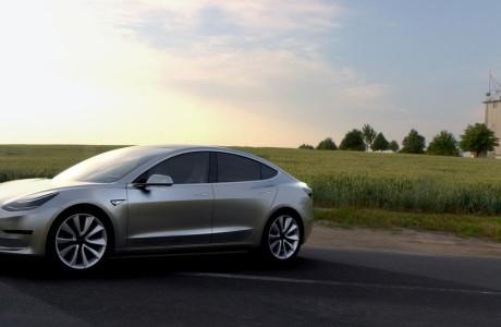 Tesla Model 3 için ilk Tebrik Google CEO'sundan