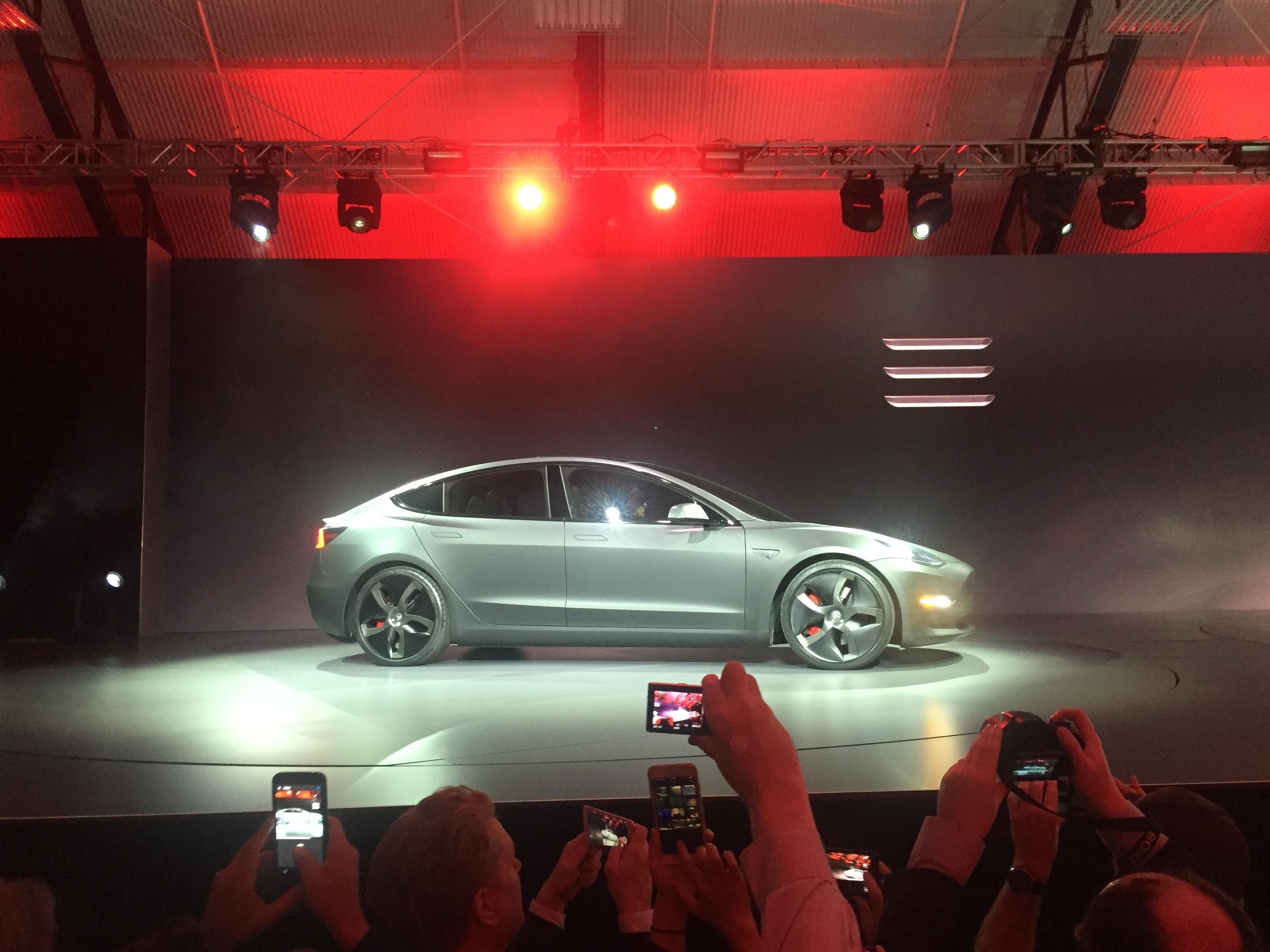 Tesla Model 3: 24 Saatte 134.000 Adet Sattı