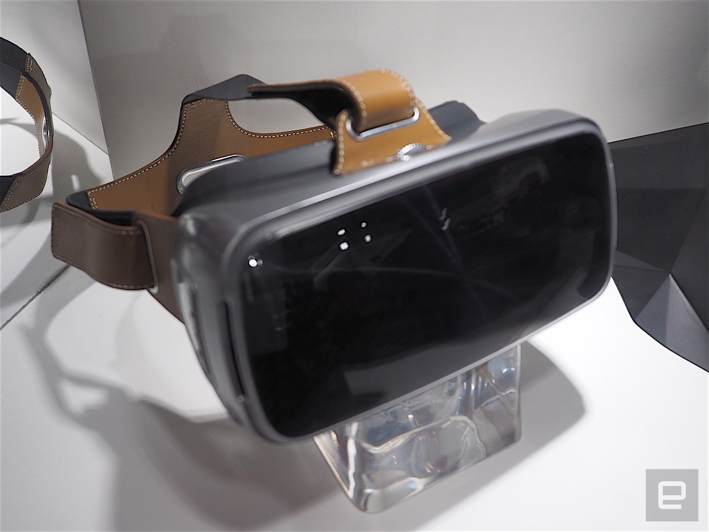 Asus VR HeadSet: Fantastik Asus Sanal Gerçeklik Gözlüğü