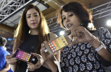 Samsung'tan Kendi Telefonunu Üreten Google'a ilk Tepki