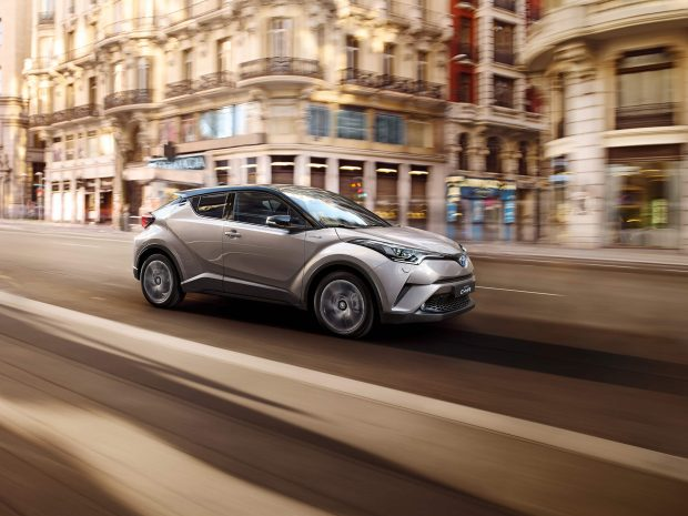 toyota-c-hr-2016-features-left_tcm-3043-745670