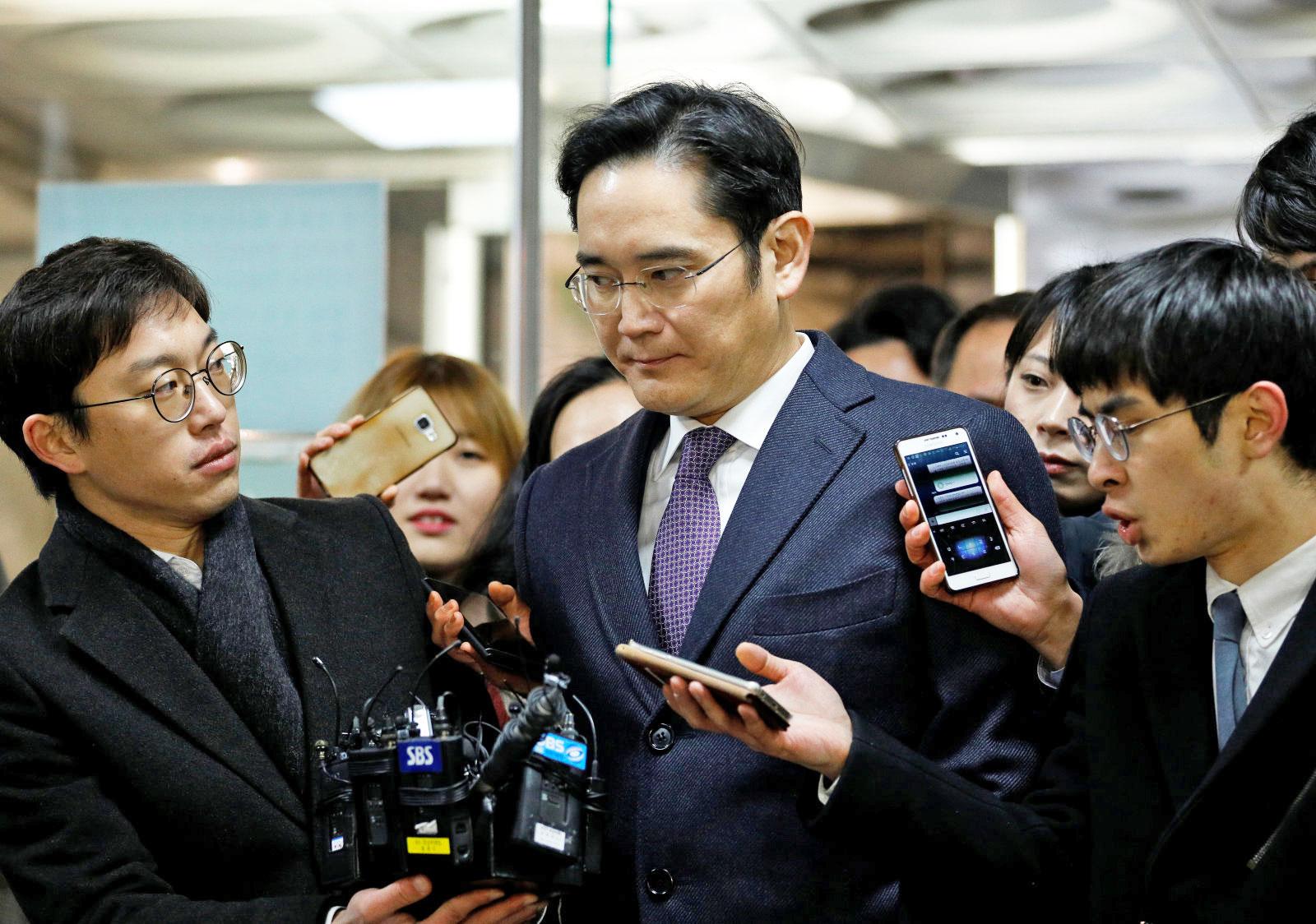 Samsung'un Başkan Yardımcısı ve Veliahtı Lee Jae-yong Tutuklandı
