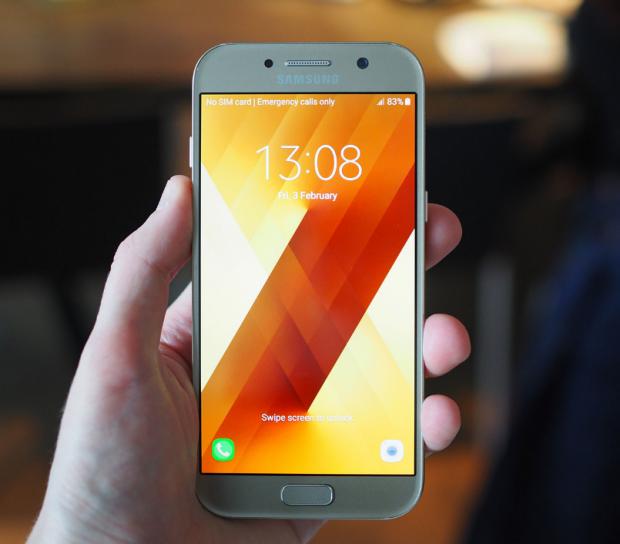 Samsung Galaxy A5 ve A3 Modelleri İngiltere'de Tanıtıldı