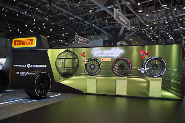Pirelli Renkli ve Etkileşimli Lastiklerini Cenevre'de Tanıttı