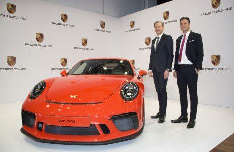 Porsche'nin 2016 Karnesi, 237 Bin Adet Otomobil Satarak Rekor Kırdı