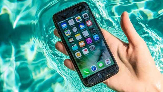 Suya Düşen iPhone veya Android Telefon Nasıl Düzeltilir?