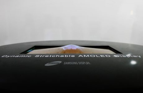 Samsung Dinamik Esneyebilen AMOLED Ekran Prototipi Duyurdu
