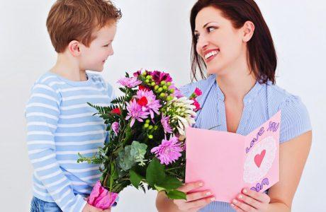 Anneler Gününde En Çok Hangi Hediye Alınıyor? Çiçek mi? Kıyafet mi? Telefon mu?