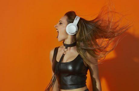 Yeni Philips Bass+ Kulaklıkları, Güçlü Basları Hissetmek isteyen VAR MI?