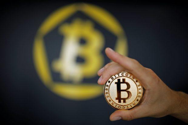 Bitcoin İKİYE bölündü