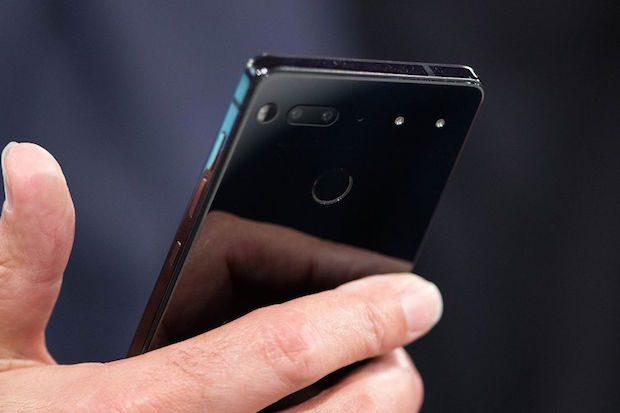 Essential Phone Ön Siparişle Alanlara Gönderilmeye Başlıyor