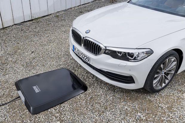 BMW Kablosuz Şarj Ped'i 530e Modelini 3,5 Saatte Şarj Ediyor