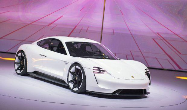 Porsche Mission E Performansı Tesla Model S'ten ÇOK DAHA İYİ
