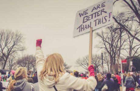 Mitinglerde Kılık Değiştiren Protestocuları Tanıyabilen Yüz Tanıma Sistemi