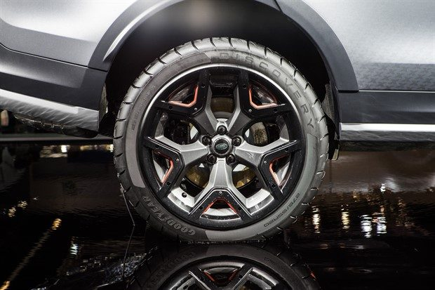 Yeni Land Rover Discovery SVX
