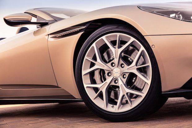 Aston Martin DB11 VOLANTE 2018, 4 Litrelik 510PS V8 Motor ile Dikkat Çekici
