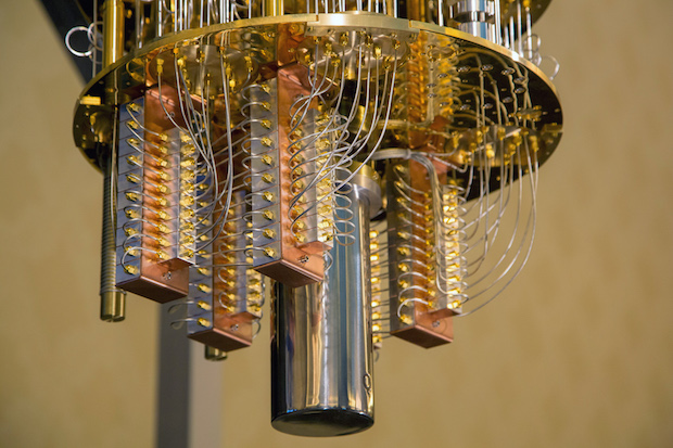 IBM 50-qubit Quantum Bilgisayar, DEV Bir AVİZE'ye Benziyor