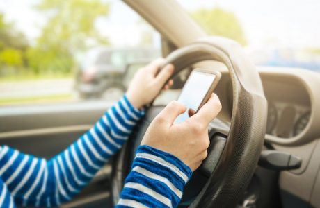 Fransa Araçlarda Telefon Kullanımını Yasaklıyor, Kenara Çekseniz Bile!