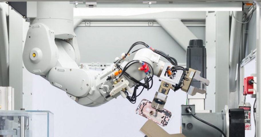 Apple'ın Geri Dönüşüm Robotu Daisy'den Şaşırtan Performans