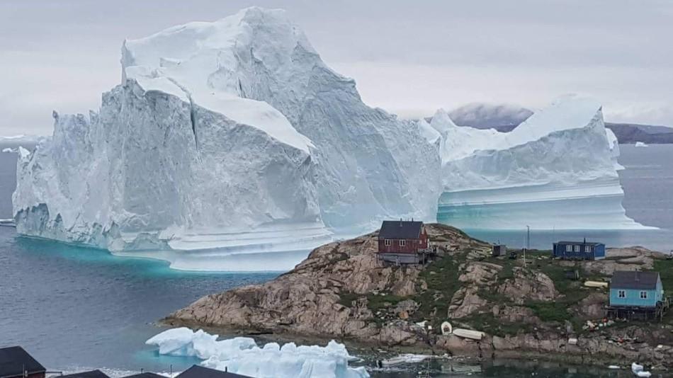 Grönland'ta Küçük Bir Kasabada 11 Milyon Tonluk Buzdağları