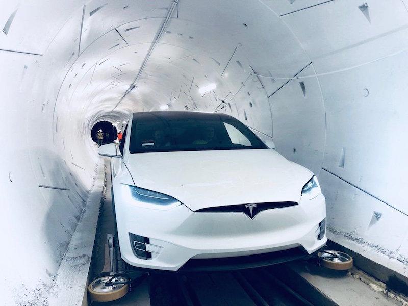 Elon Musk LA Test Tüneli Teslas'a Açılış Etkinliği Düzenledi