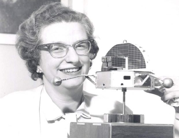 Nancy Grace Roman displays a model of Orbiting Solar Observatory-1 in 1962. (NASA)
