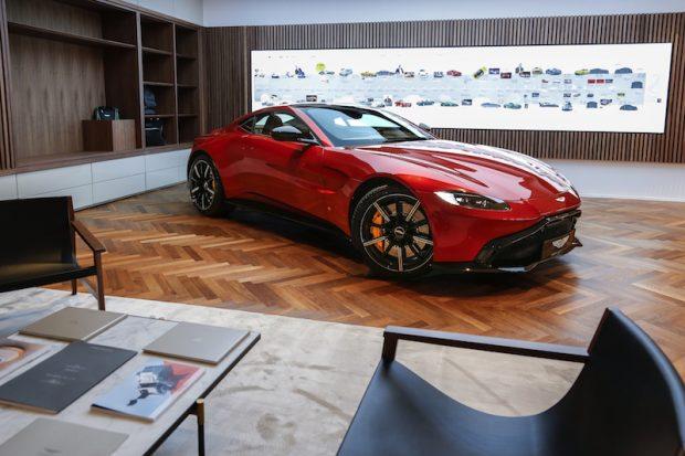 Renkli Aston Martin VANTAGE, Gümüş, Kırmızı, Lime Yeşili ve China Gri