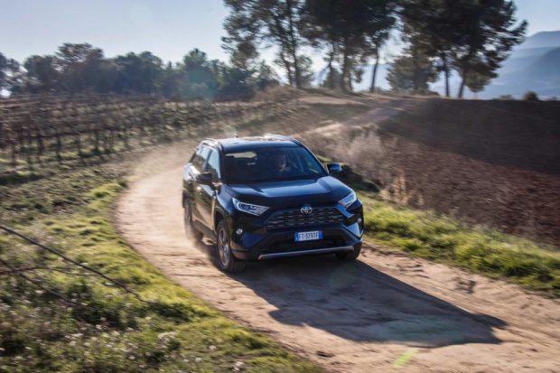 Toyota RAV 4 Yenilendi