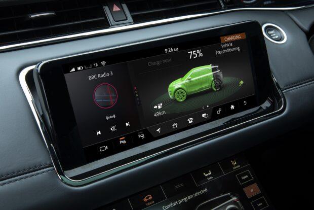 Yeni Range Rover Evoque, Acil Fren Sistemi, Şerit Takip Asistanı, Trafik İşareti Tanıma Sistemi v