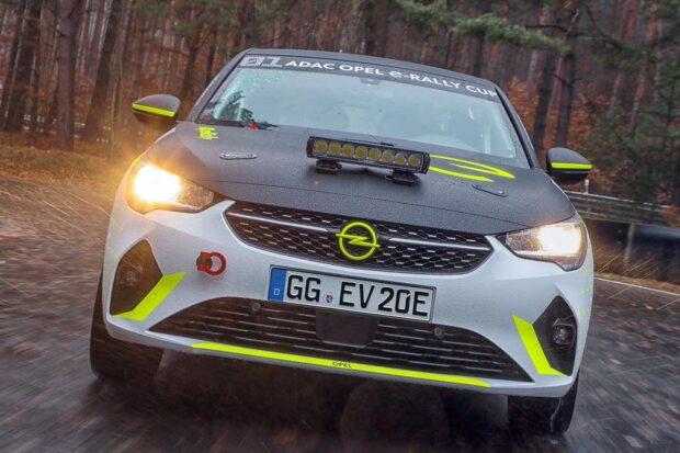 Yeni yarış otomobili Opel Corsa Rally4, 2021 sezonu için yarışa hazır.